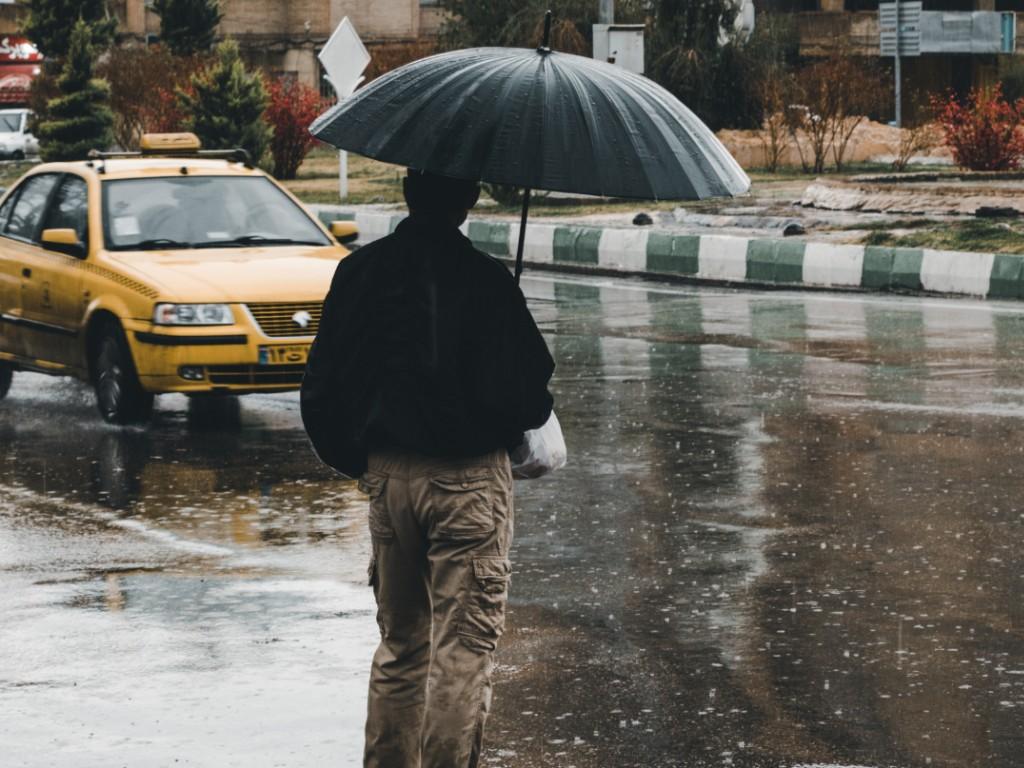 Man in Rain_Taxi